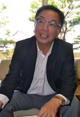 自社で販売チャンネルを持つ重要性を説明する山本社長