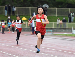 女子4年400メートルリレー 士幌陸ク・鈴江菜都