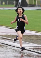 女子4年800メートル 人見千結(足寄小)