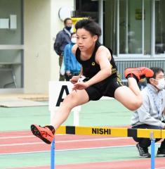 男子6年コンバインドA・80メートル障害 山下仁來(本別陸少)