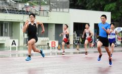 男子6年100メートル決勝 宮本哲朗(左、Spo―RE札内