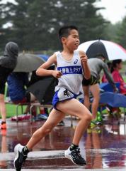 男子5年1500メートル 山久保柚輝(十勝陸ク)