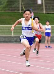 男子4年400メートルリレー 十勝陸クB・井上晃輔