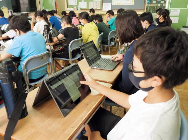 帯広市の小学校で電子書籍広まる 「コロナ対策」としても期待