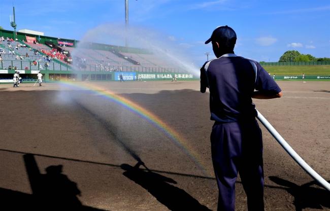 写・scene「灼熱のグラウンドに虹が出現」