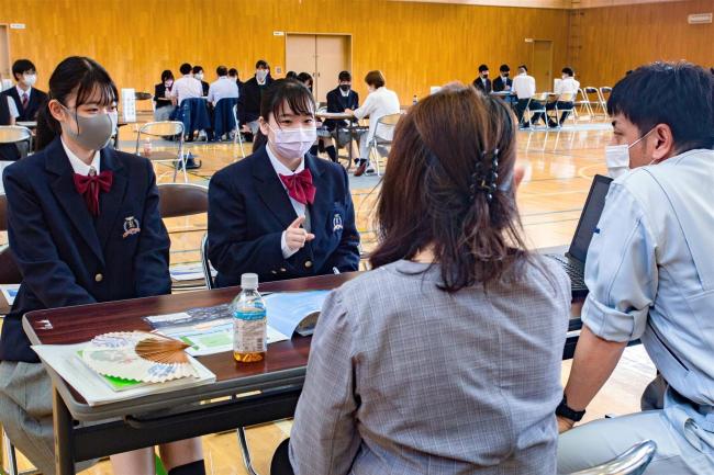 広尾高校で町内企業説明会 15社が参加 広尾