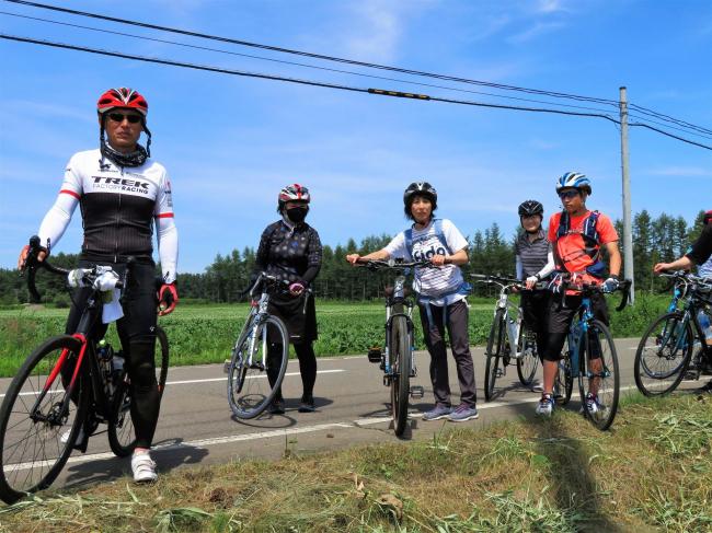 サイクリングツアーで農村駆け抜ける 更別