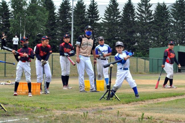 元ファイターズ選手が小・中学生に野球指導 士幌