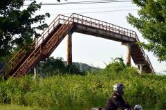 「遠景近景」 JR根室線利別駅の歩道橋 池田 4