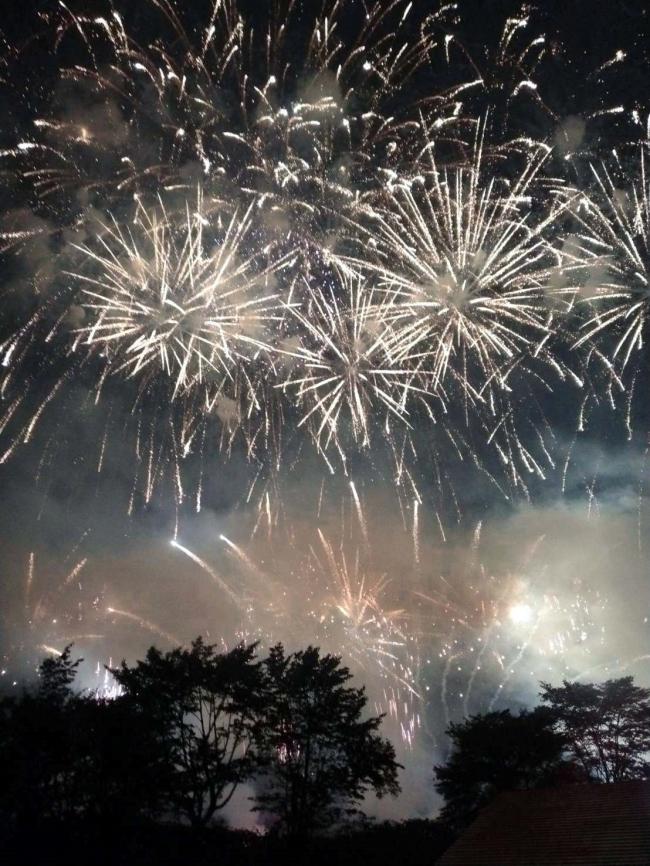 花火大会「輝一夜」に拍手と歓声 新得