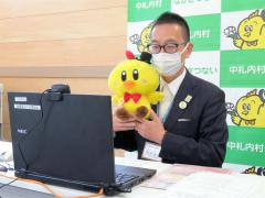 開会式で取り組みの意義を語る森田村長