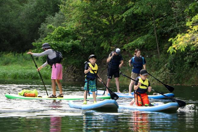 サホロ湖でSUPツアー人気 ボードに立ってゆっくり 新得