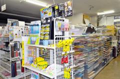 文房具や手芸品、玩具などを豊富に取りそろえていた店内3