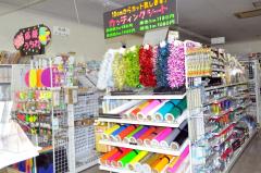 文房具や手芸品、玩具などを豊富に取りそろえていた店内