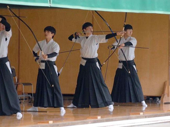 帯大谷13年ぶりV 女子は帯緑陽 高校弓道新人大会十勝支部予選