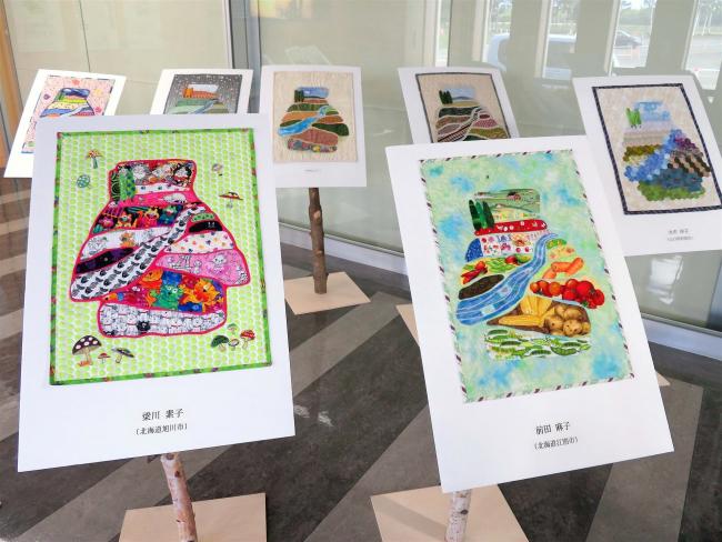帯広空港でキルト作品展