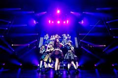 躍動感溢れるステージを披露したアイドルグループ・まねきケチャ(撮影:イシハラタイチ)