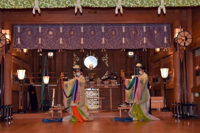 中高生が神楽舞を奉納 神輿渡御は今年も中止 帯廣神社秋季例大祭