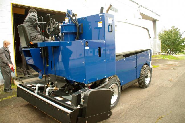 アイスアリーナに新たな整氷車を導入 浦幌