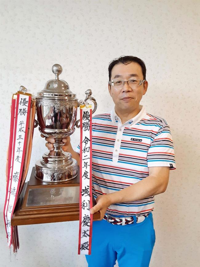 浅利慶太2連覇、プレーオフの末に制す 帯広白樺CCシニア選手権