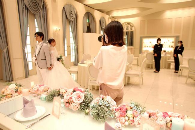 結婚式「安心」に知恵 2部制、式場内で記念写真やオンライン