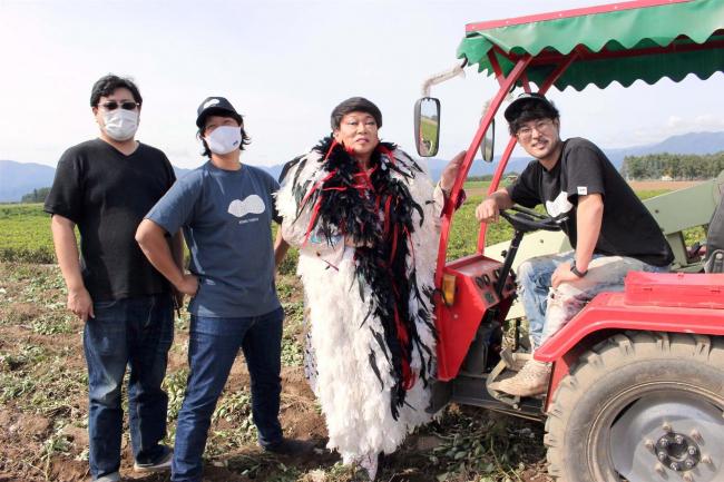 何ン田さんが落花生の収穫激励 芽室