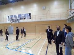 増築棟の2階に設置された体育館。既存校舎にも、もう一つの体育館がつくられる