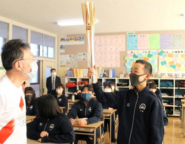 オリンピックトーチ携え学校訪問 音更