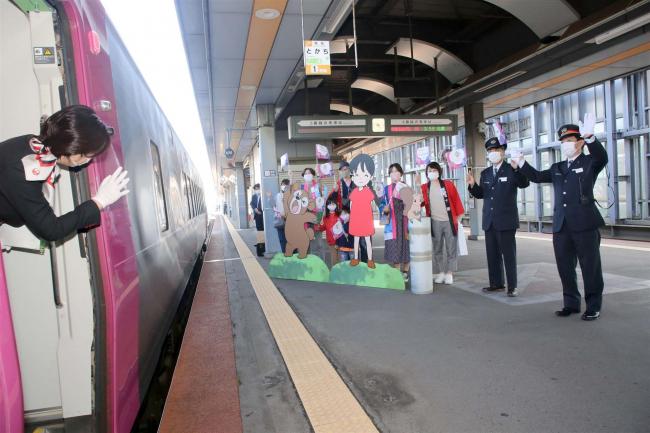 観光回復へ 周遊列車「ひとめぐり号」が初運行 3Jコラボ