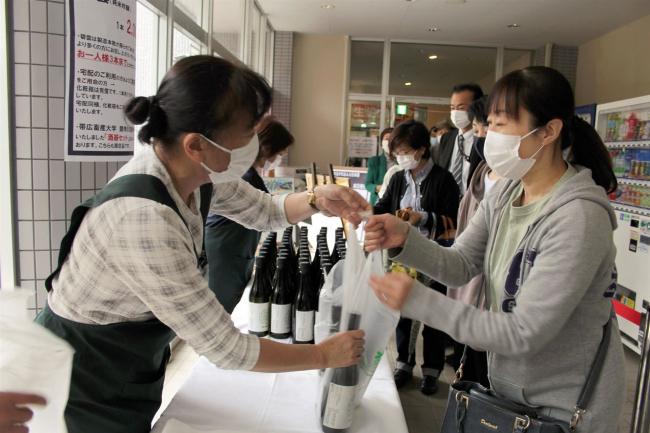 「飲んで応援したい」 畜大生仕込みの日本酒「碧雲」発売