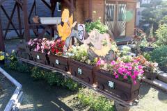 「無限列車」をモチーフにした花壇