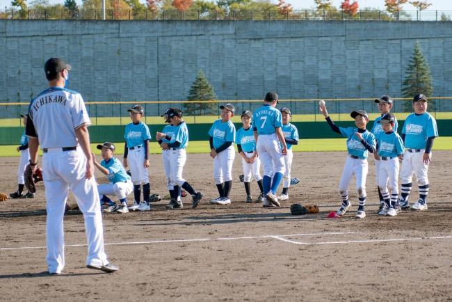 日ハム元選手が子どもたちに野球指導 幕別