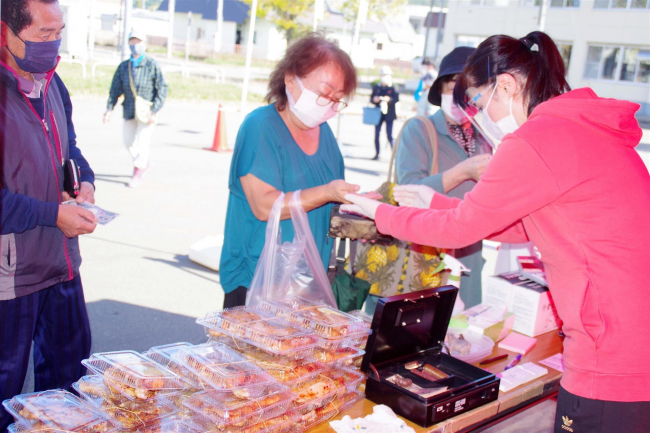 浦幌で収穫祭 焼き肉セットや野菜など人気