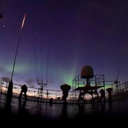 南極観測船「しらせ」の甲板上から観測されたオーロラ(日本時間12月12日午前3時15分ごろ)
