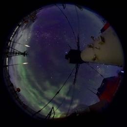 板上から観測されたオーロラ(日本時間12月12日午前3時15分ごろ)