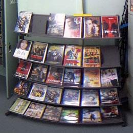 南極観測船「しらせ」の電子整備室(DVDレンタル室)