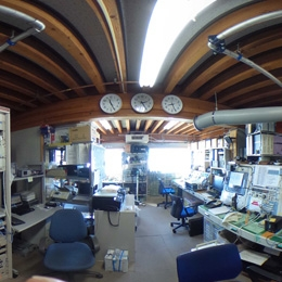南極昭和基地の管理棟無線局