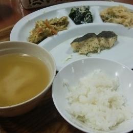 「しらせ」内の夕食