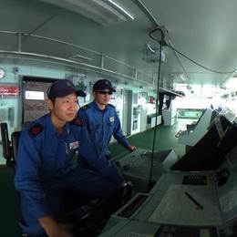 南極観測船しらせの艦橋