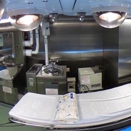 南極観測船しらせの医務室内の手術室