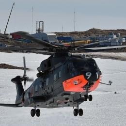 南極観測船「しらせ」からの本格空輸