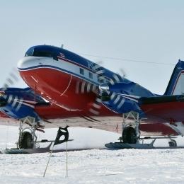 S17航空拠点に着陸したドロムラン航空機