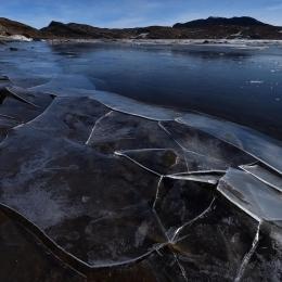 潮位変動で毎朝海岸に氷が張るスカルブスネスきざはし浜(1月23日)