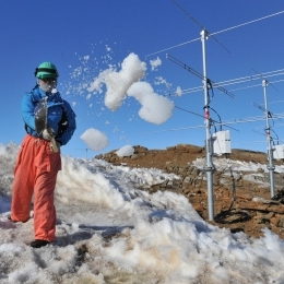 大型大気レーダー(PANSY)の除雪作業