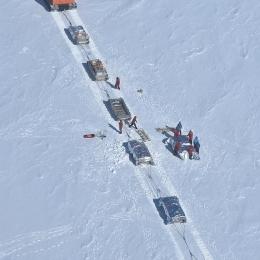 ヘリコプターを待つ内陸隊