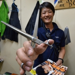 理髪係長の石川隊員