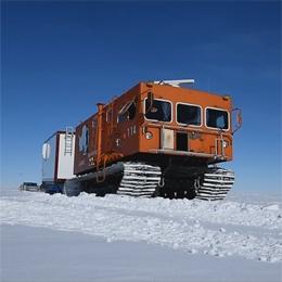 南極昭和基地の雪上車