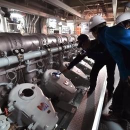 しらせには7400キロワットの発電機が4台に1200キロワットの補助発電機が2台ある (2)