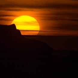 氷山に沈む夕日