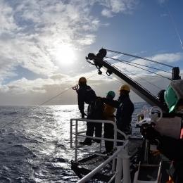 帰路の途中で行われている海洋観測